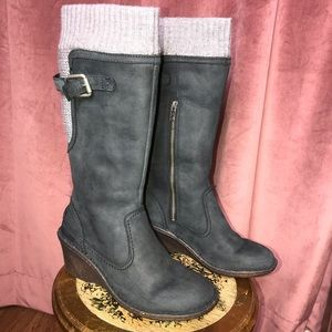 EUC!! UGG Skylair Wedge Boot in Leather & Sweater